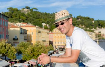 Votre portrait lors d'un shooting photo urbain à Nice