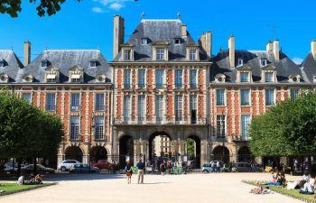 Visite guidée du quartier du Marais : entre cours et jardins