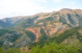Randonnée en raquettes dans les pré-Alpes à la découverte d'un refuge d'art
